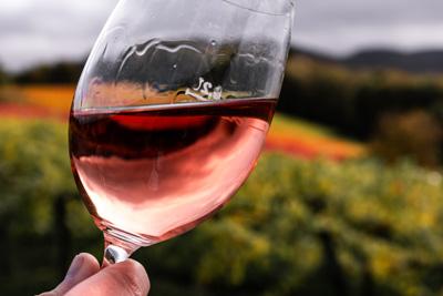 Copa con tipo de vino rosado