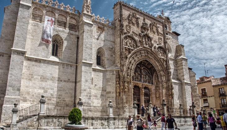 Facha de la Iglesia de Santa María en Ribera del Duero
